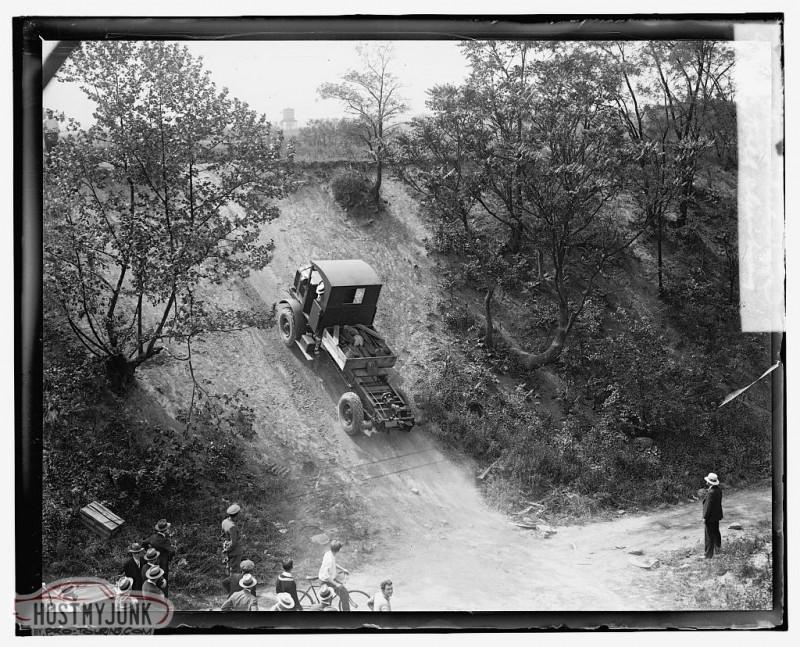 four-wheel-drive-hill-climbing-1909..jpg